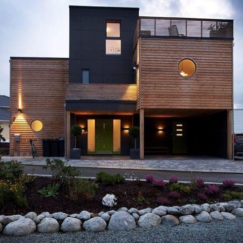 God helg # urbanhus # vedlikeholdsfritt # gr?nn # inngangsd?r # planter # takterrasse # funkis ...