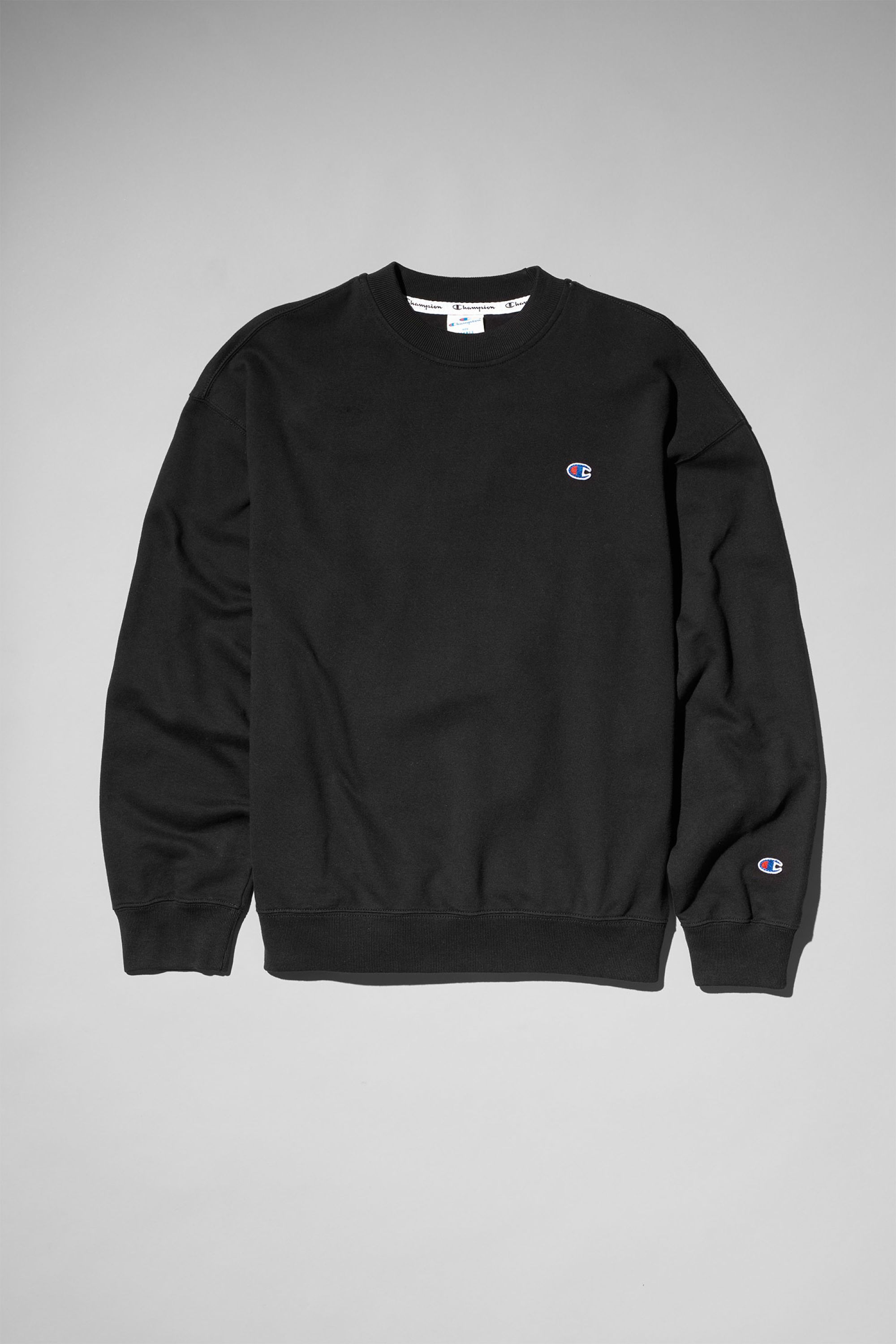 95b407f157 The Feel Crewneck Sweatshirt by Champion is a simple sweatshirt in an  oversized fit. Made of soft cotton, it has a relaxed fit with dropped  shoulders, disc