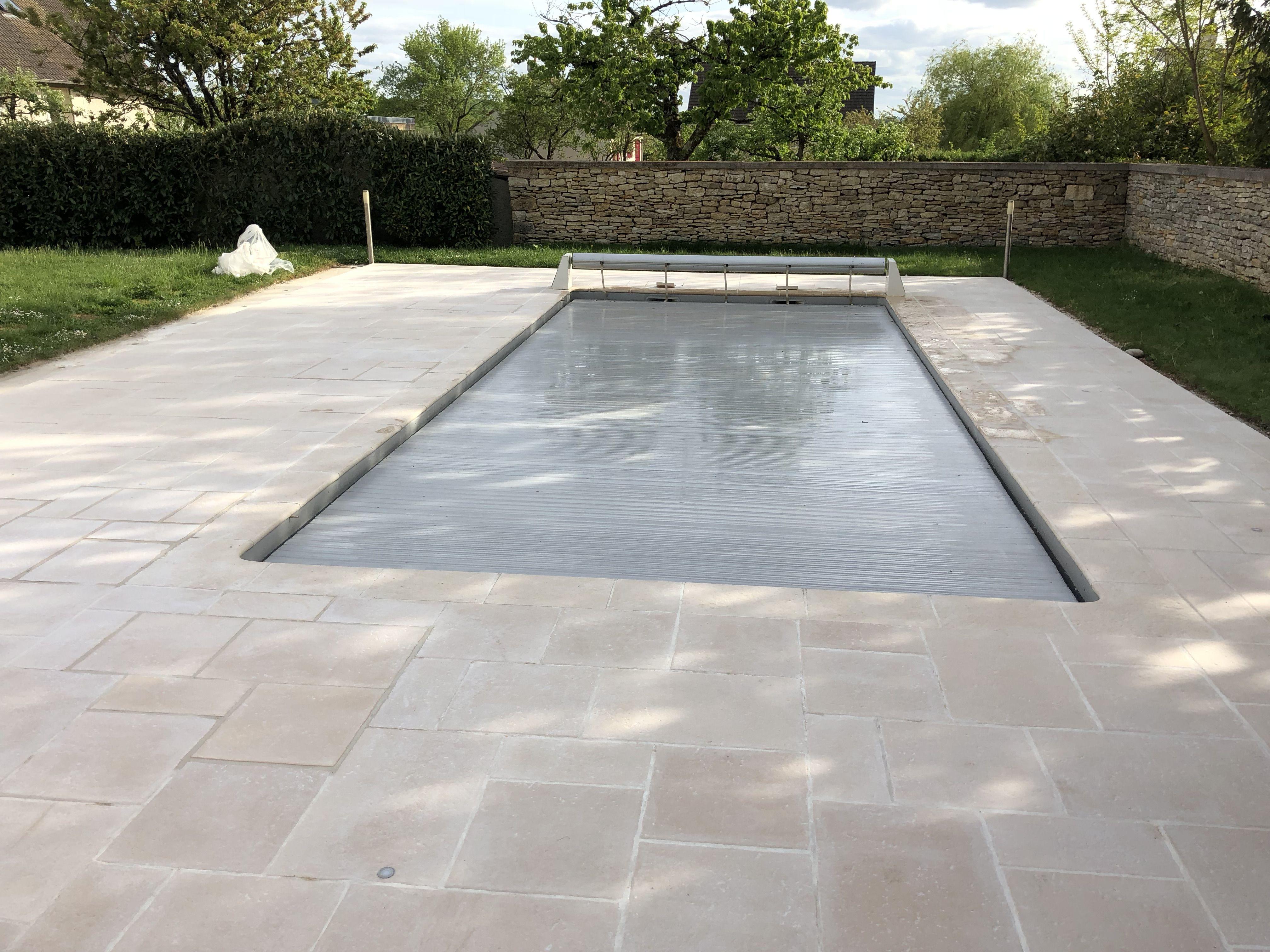 Dallage pierre reconstitu e am nagement de piscine - Revetement ideal pourtour de piscine ...