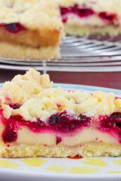 Photo of Crumble cake with raspberries and pudding
