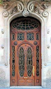 An wood door in Barcelona _ A wood door in Barcelona_photo b…