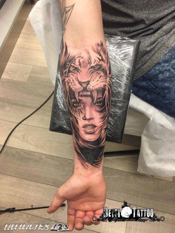 Tatuaje Realista A Grises Para Info Y Citas Visita Nuestro Perfil Tatuajes Para Hombres En El Antebrazo Tatuaje De Tigres Tatuajes Chiquitos