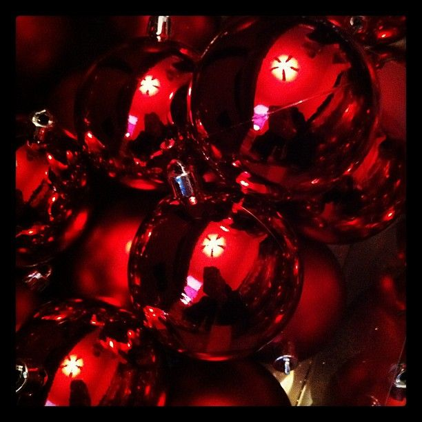 A seasonal way to view photos on Instagram tagged with #christmas.