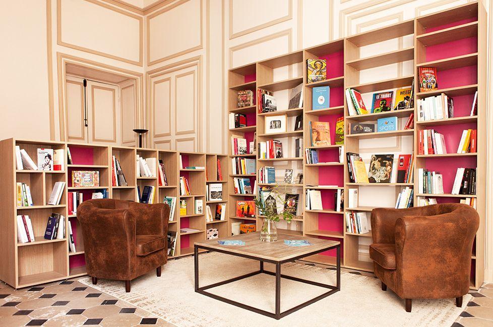 Mobibam Une Bibliotheque Tout En Bois Naturel Et Travaille Meubles Sur Mesure Decoration Maison Mobilier De Salon