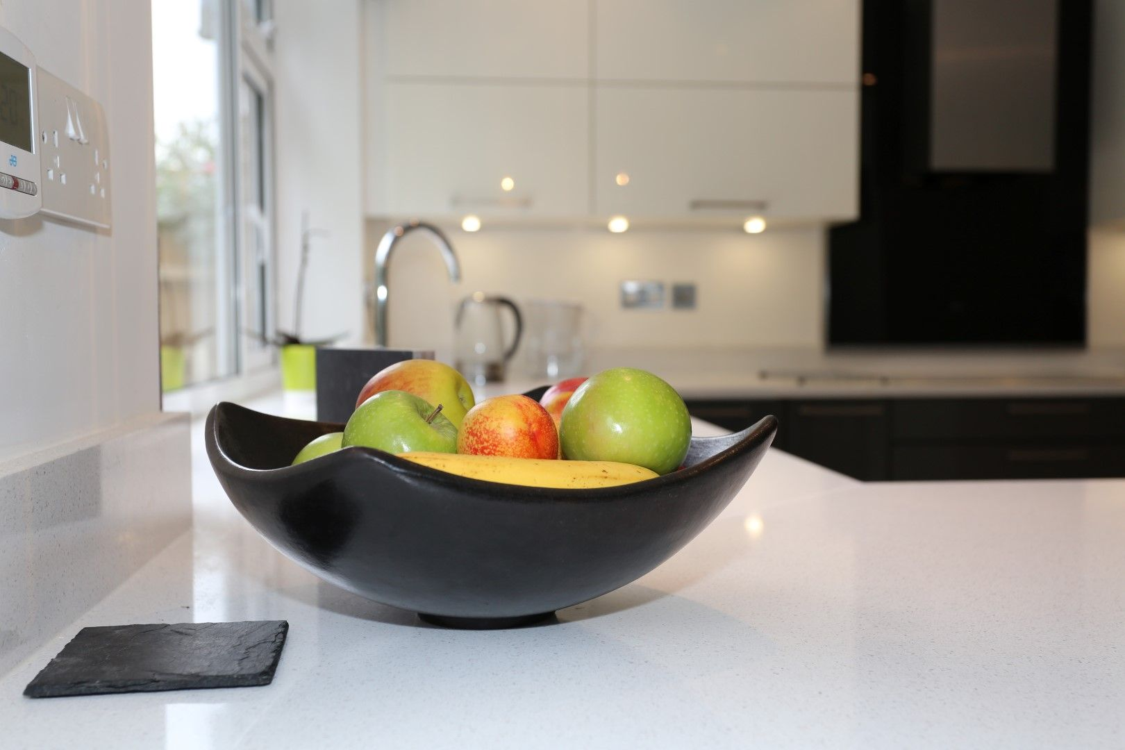 Fruit Accessories In Shiny Magnolia Cream And Anthracite Grey