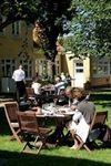 Vores grundlæggende idé er god mad og vin i hyggelige, fredfyldte omgivelser med en afslappet og god betjening. Fødevarerne er for størstedelens vedkommende danske råvarer fra udvalgte leverandører og vinen fra anerkendte og dygtige producenter.