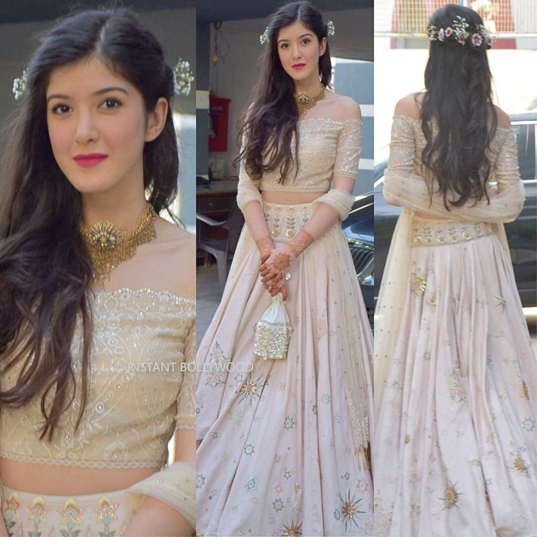 Shanaya Kapoor in Tarun Tahiliani for Sonam's Sangeet ...Shanaya Kapoor Instagram