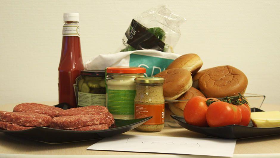 Hjemmelavet burger - Jesper Vollmers opskrift | Mad | DR
