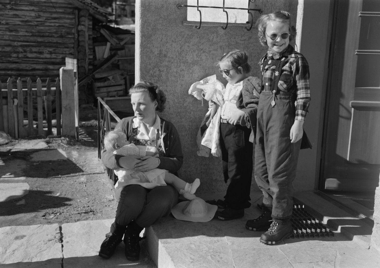 Prinselijk gezin in Zermatt Datum 23 maart 1948