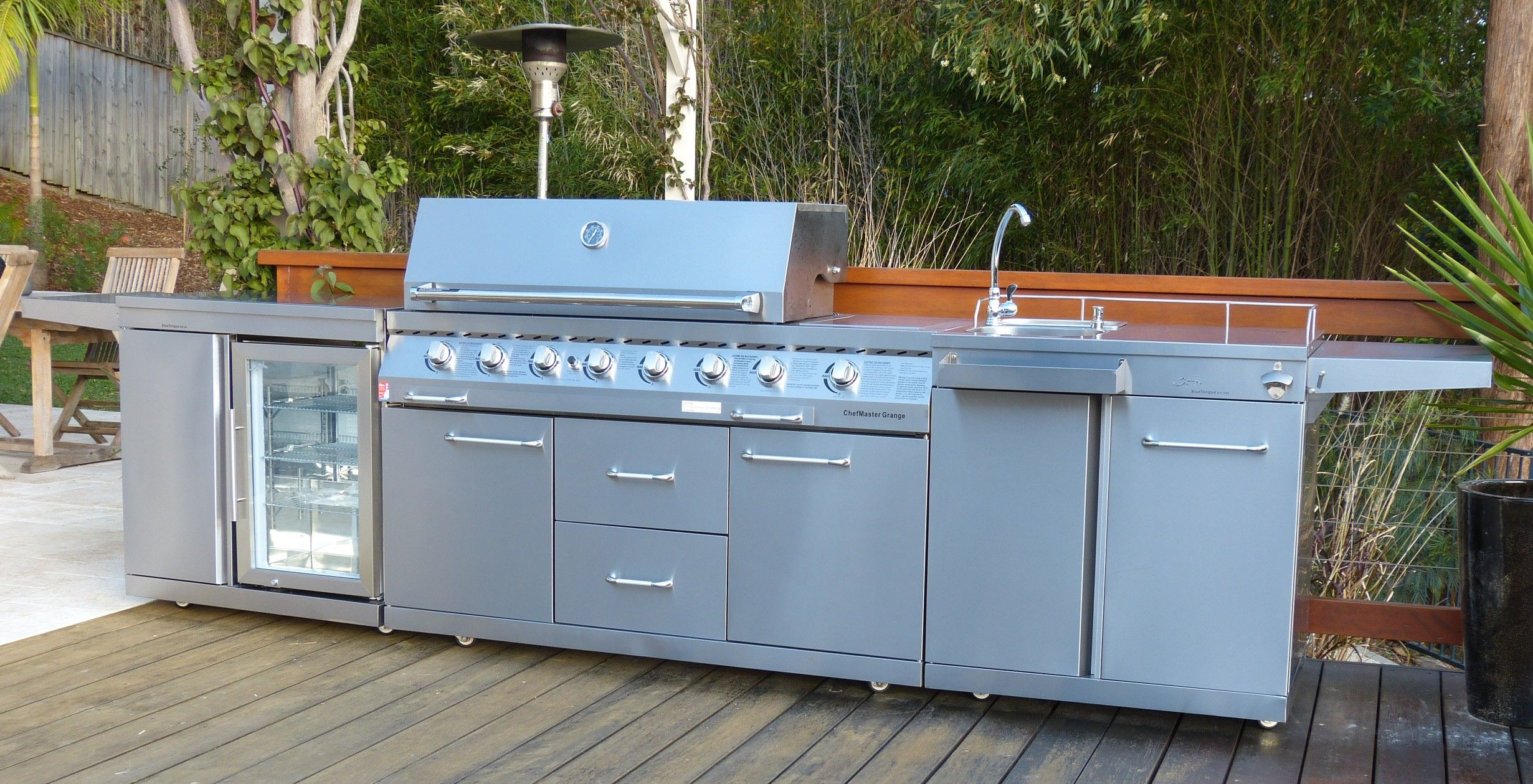BT8KR 8 burner BBQ/Fridge/Sink combo outdoor kitchen