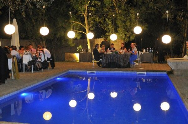 Bodas de noche iluminaci n elegante decoraci n for Decoracion fiesta jardin noche