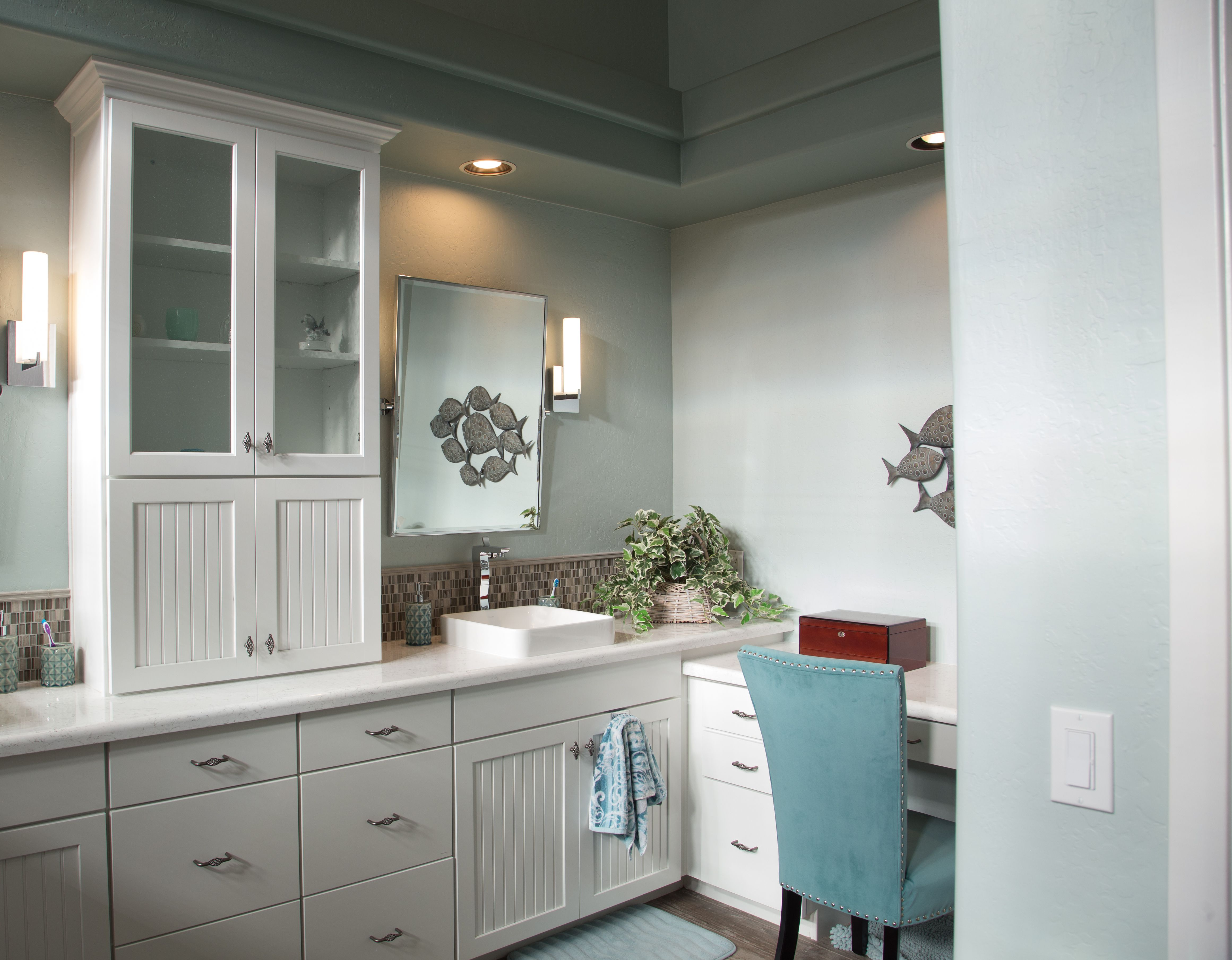 Your Master Bathroom Suite Should Reflect Your Easy Going Personality While Making Your Daily Routi Bathroom Remodel Gallery Bathrooms Remodel Dream Bathrooms [ jpg ]