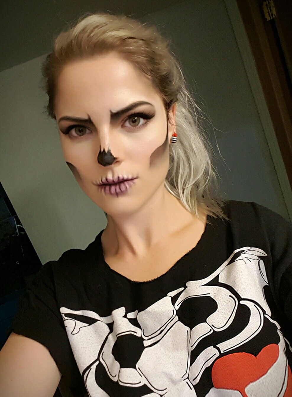 DIY skull makeup, skeleton costume, easy skull face