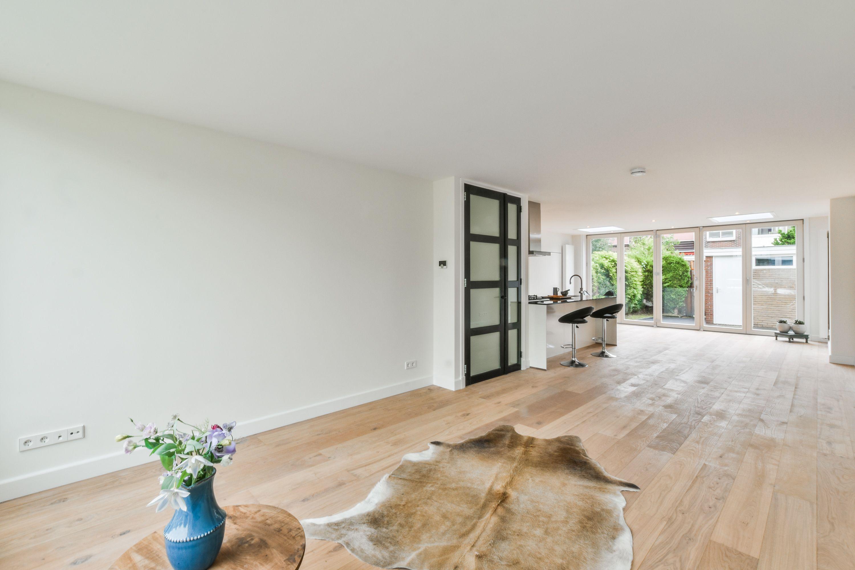 Wonderbaar Deze #woonkamer heeft een houten vloer en open keuken met WH-57