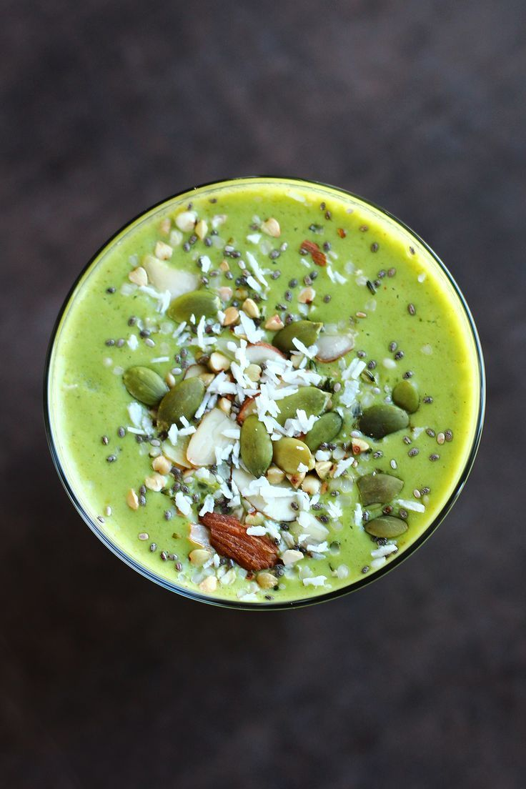 garden-of-vegan: Green smoothie (unsweetened almon