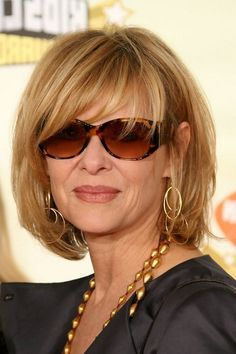 Kate Capshaw Short Blonde Messy Haircut With Bagns For