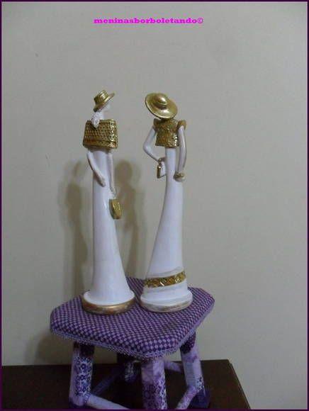 Damas finas, podem ser usadas como decoração, lindas , finas e compridas, na cor branca com ceras na cor ouro e folha de ouro. prontinhas !! R$ 55,00