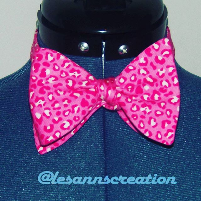 WEBSTA @ lesannscreation - #Bowtie #Beautiful #beunique #cotton #instagood #custommade #dt #fabricstash #fashionable #cute #lovetocreate #lovetodesign #lovetosew #lovewhatido #sewnbyme #stylish #accessory #style.....Have a great evening!!!