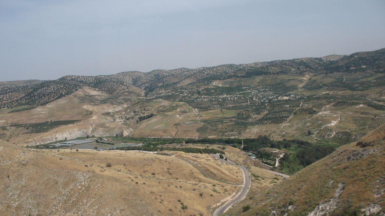 أين تقع هضبة الأردن Natural Landmarks Landmarks Nature
