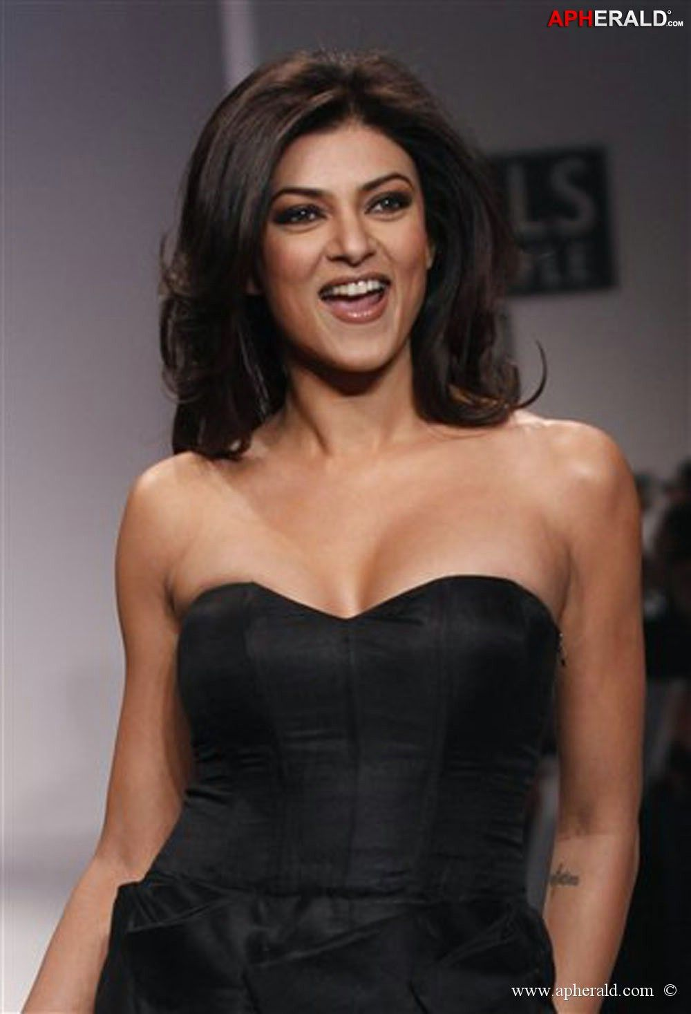 Sorry, Sushmita sen hot sexy and big boobs apologise, but