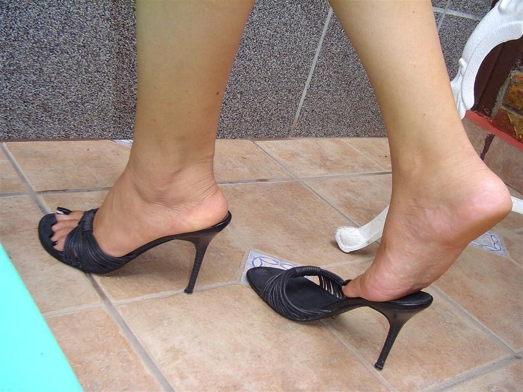 Pin Uživatele Olda Na N 225 Stěnce Mules Heels Heeled Mules