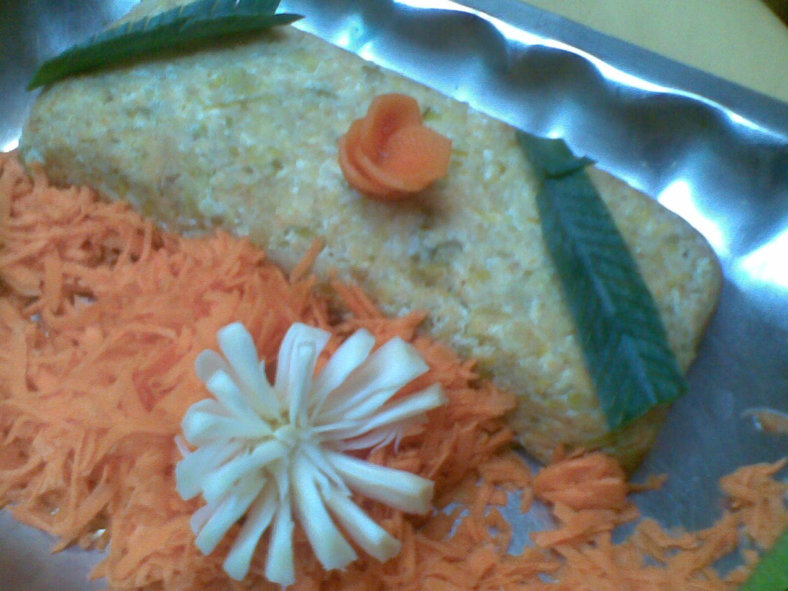 budín de puerro con guarnición de zanahoria rallada