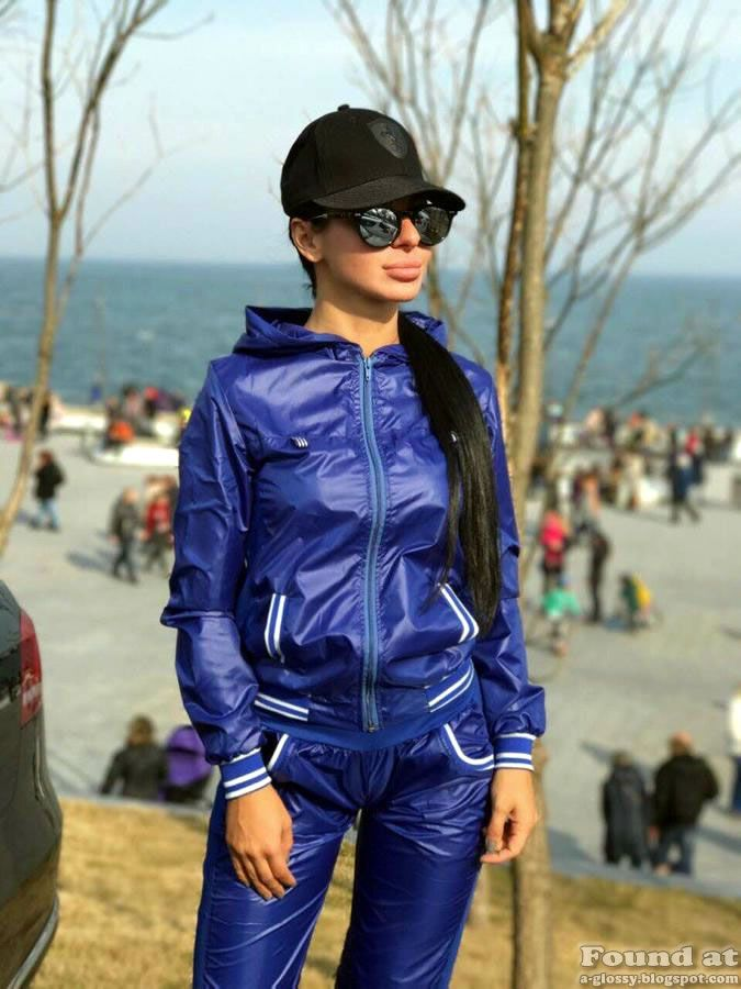 Shiny nylon tracksuit girl Windbreaker Jacket, Hooded Jacket, Nylons, Rain  Wear, Pvc 435572cd55