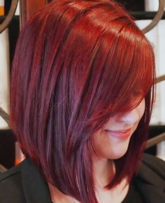 Coupe cheveux rouge fonce