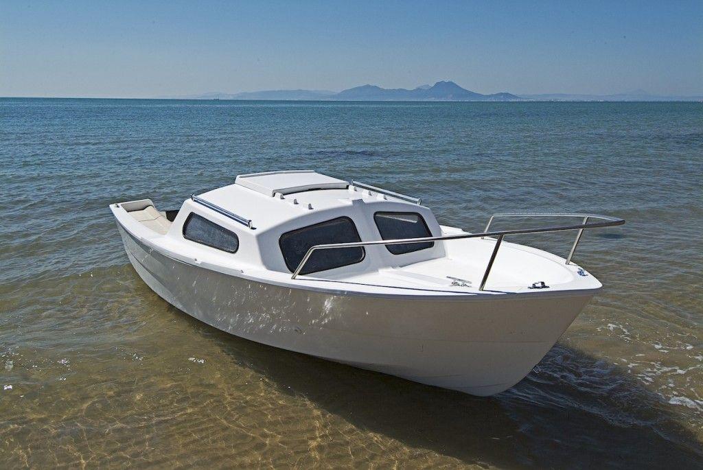 5m20 de pur bonheur le kuriat est un bateau de plaisance avec cabine et deux couchettes sign. Black Bedroom Furniture Sets. Home Design Ideas