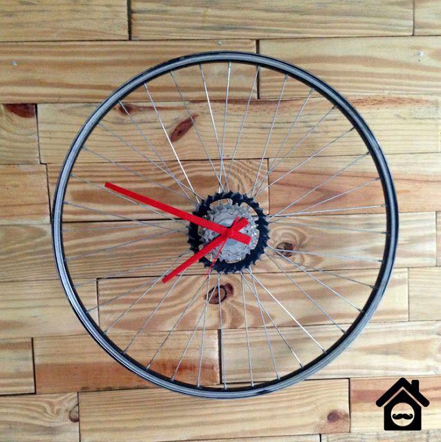 25163426edf Transforme uma roda de bicicleta em um relógio de parede