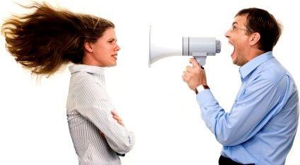 Megáfono en la expresión oral / noticias que alarman