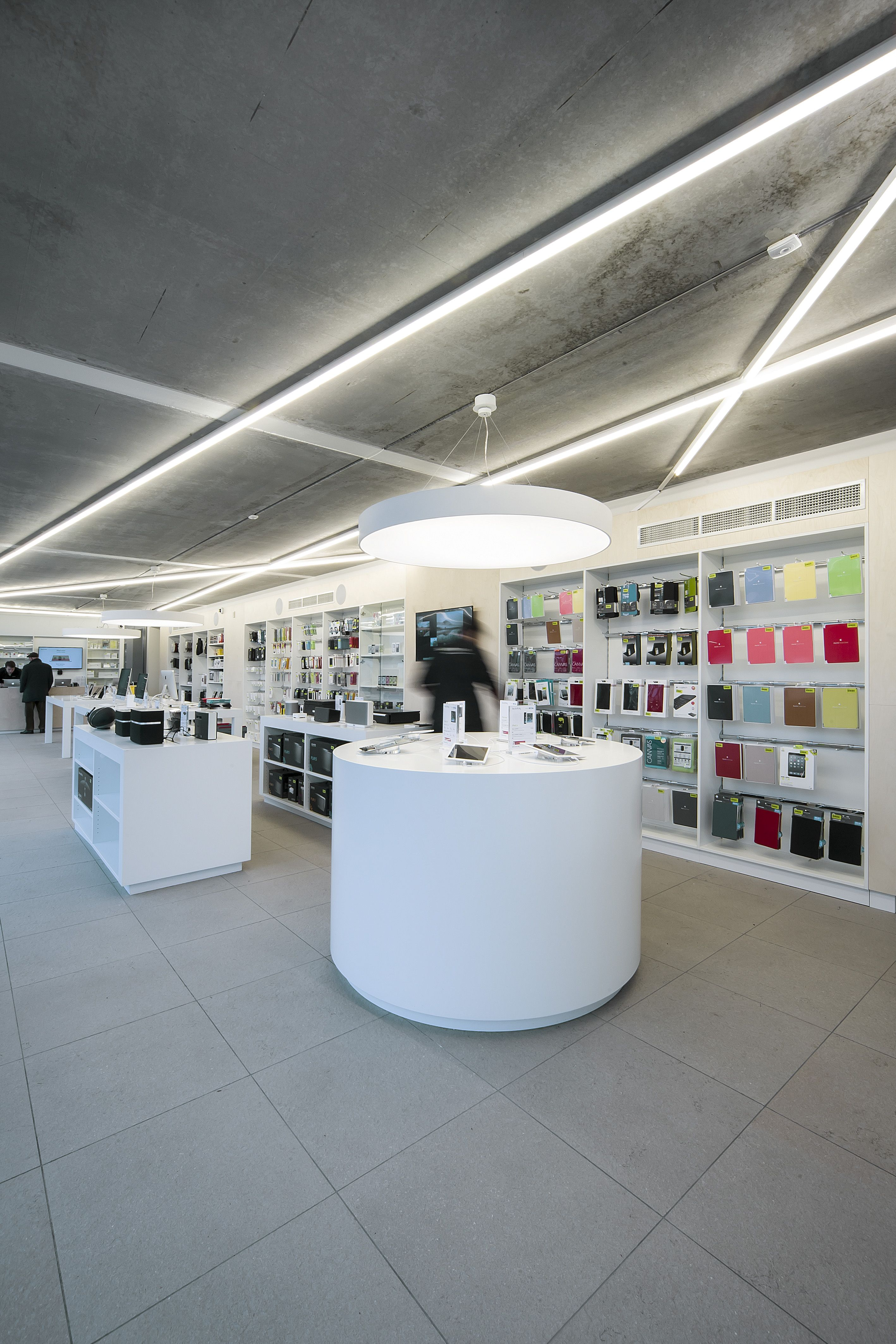 SWITCH Apple store St-Martens-Latem #DARK CANDYBAR's white concept #Apple #Switch
