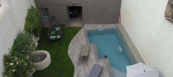Aménagement cour intérieure avec piscine Piscine, Plage, Mer - photo d amenagement piscine
