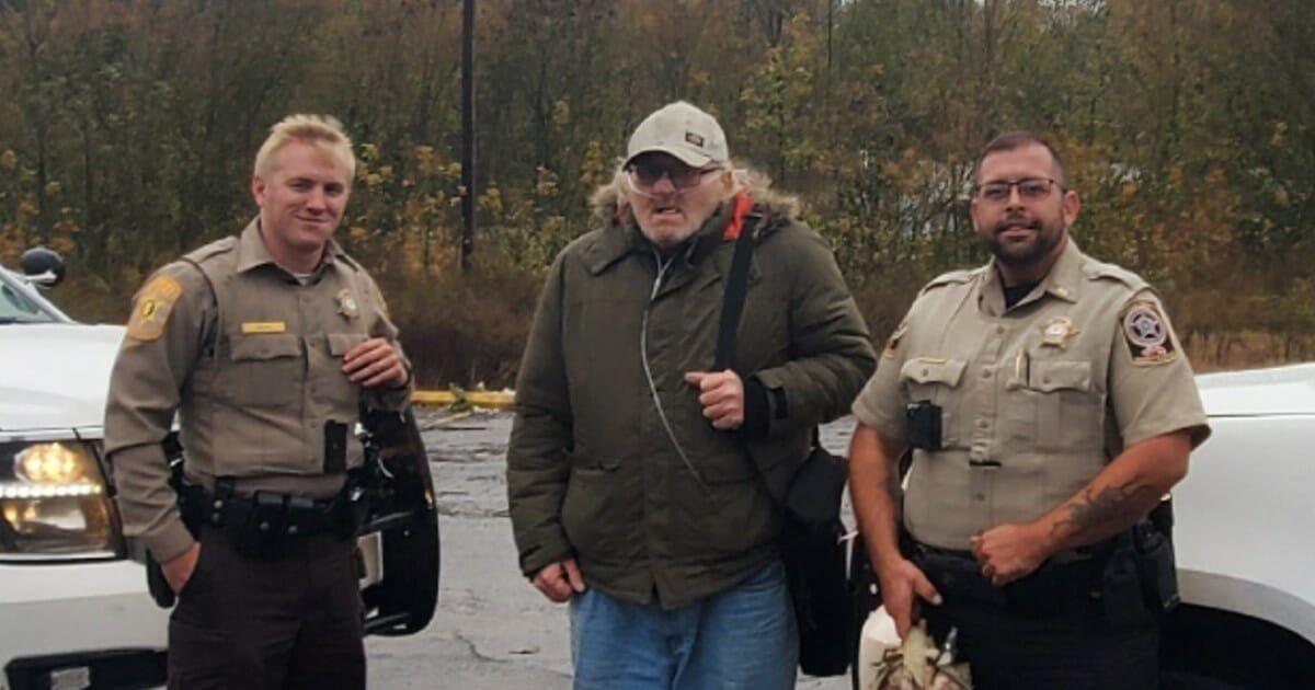 Alabama deputies drive hitchhiking disabled veteran to