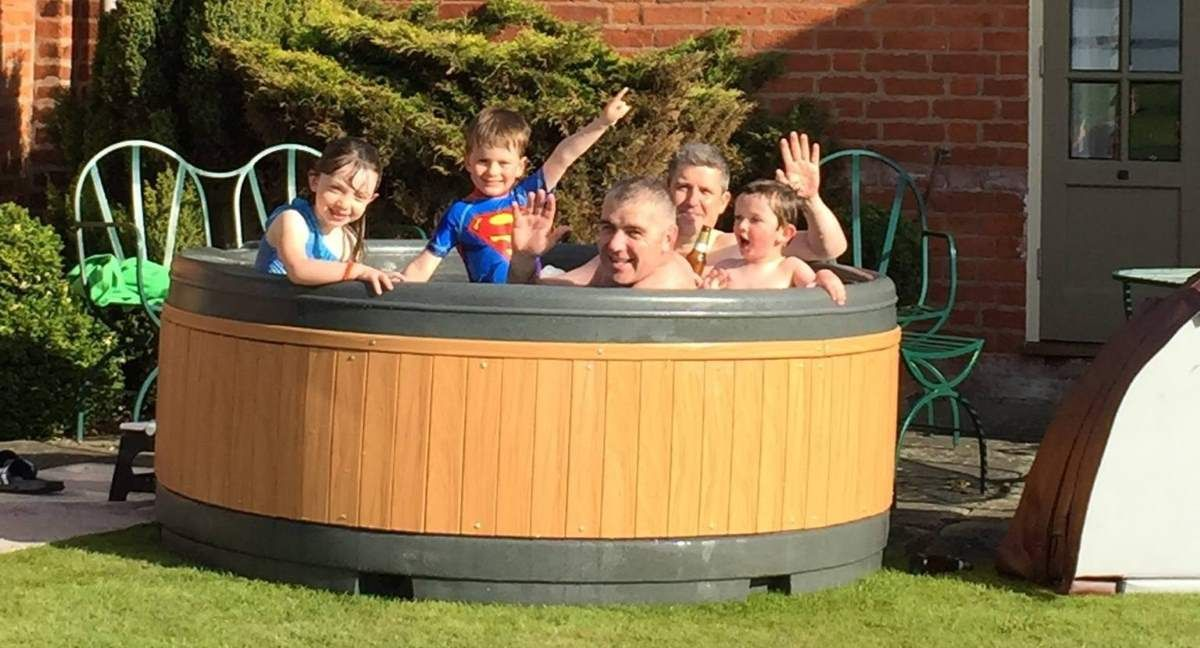 9 Amazing Cheap Hot Tubs Under 1000 For Home Relaxation