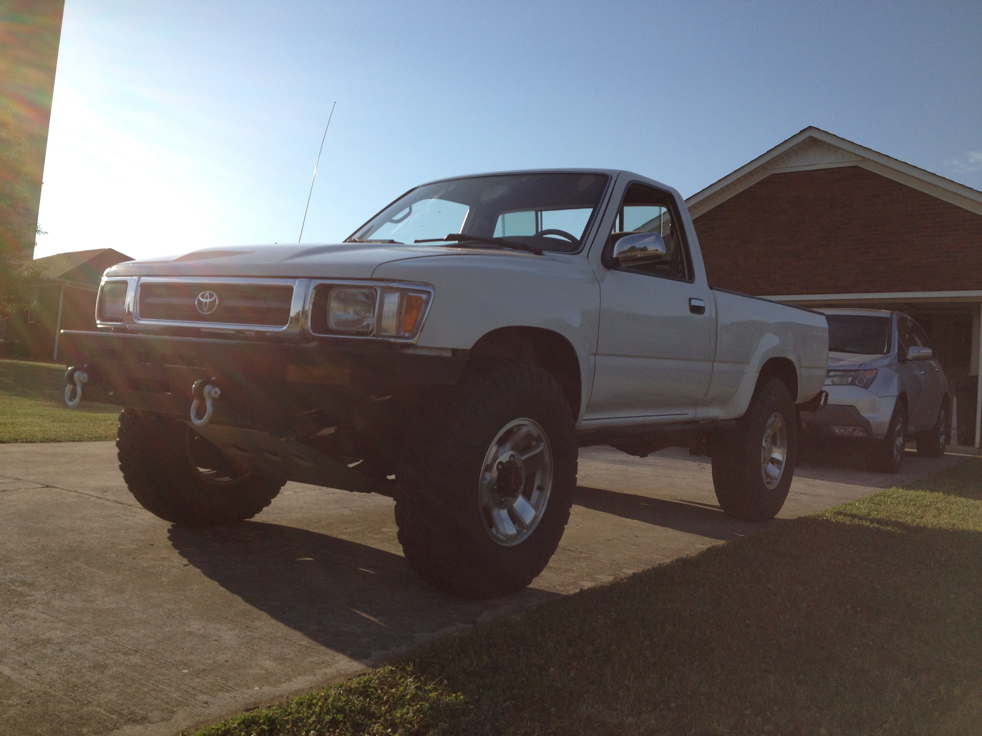 94 Toyota Pickup With Warn Bumper Downey Skid Plate 255 85r16 Bfg Km2 Bfg Km2 Toyota Trucks