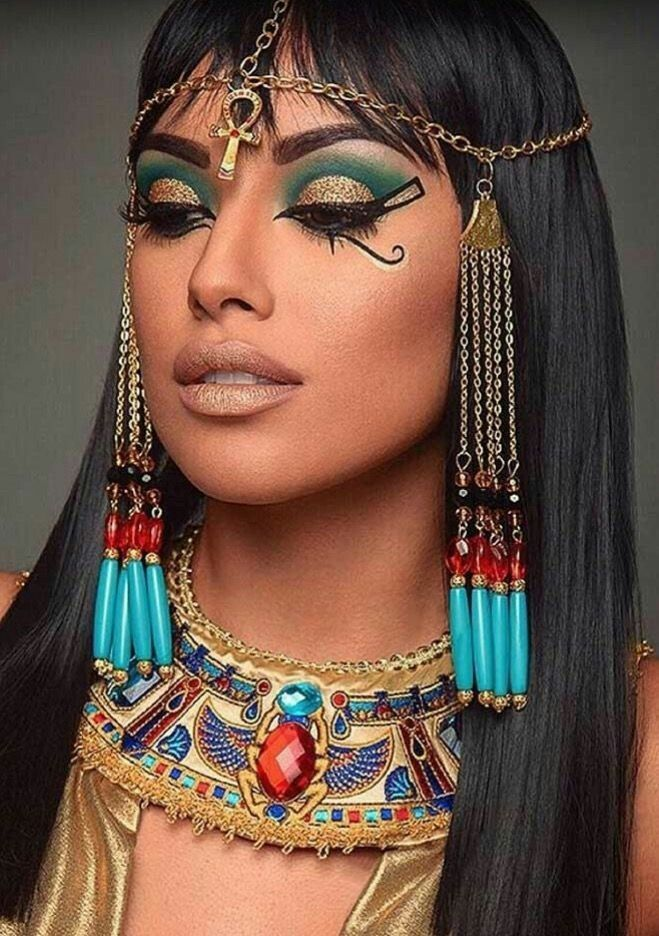 Cleopatra cosplayer with a gorgeous body, chubby pussy vedios