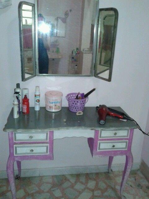 Mesa do banheiro superior pintada por mim.