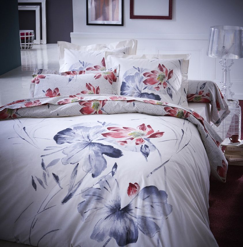 chambre fleurie 3 id es qui inspirent parure de lit. Black Bedroom Furniture Sets. Home Design Ideas