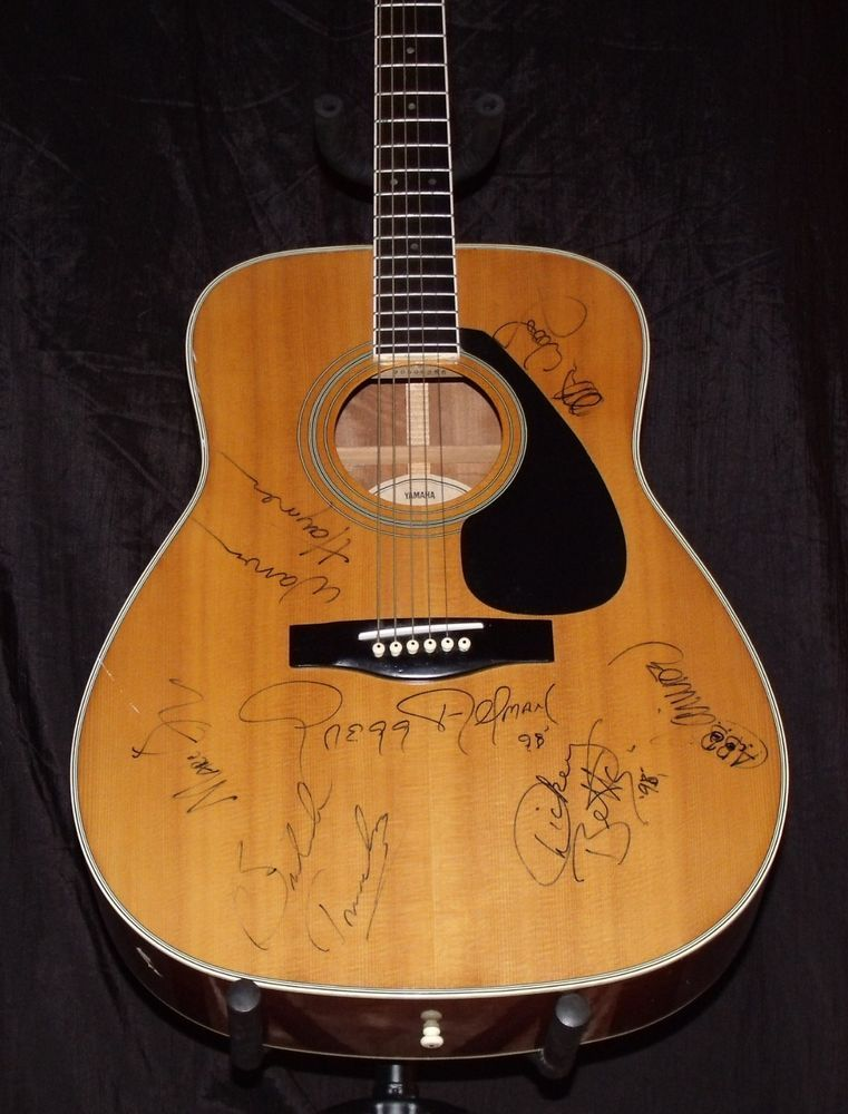 Allman Brother S 1998 Autographed Acoustic Yamaha Fg 4 21 Guitar Gregg Allman Yamaha Fg Allman Brothers Music Accessories