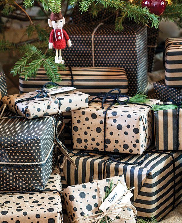 Oh, les jolis papiers cadeaux ! Home Tour: Country Christmas - Damask & Dentelle blog