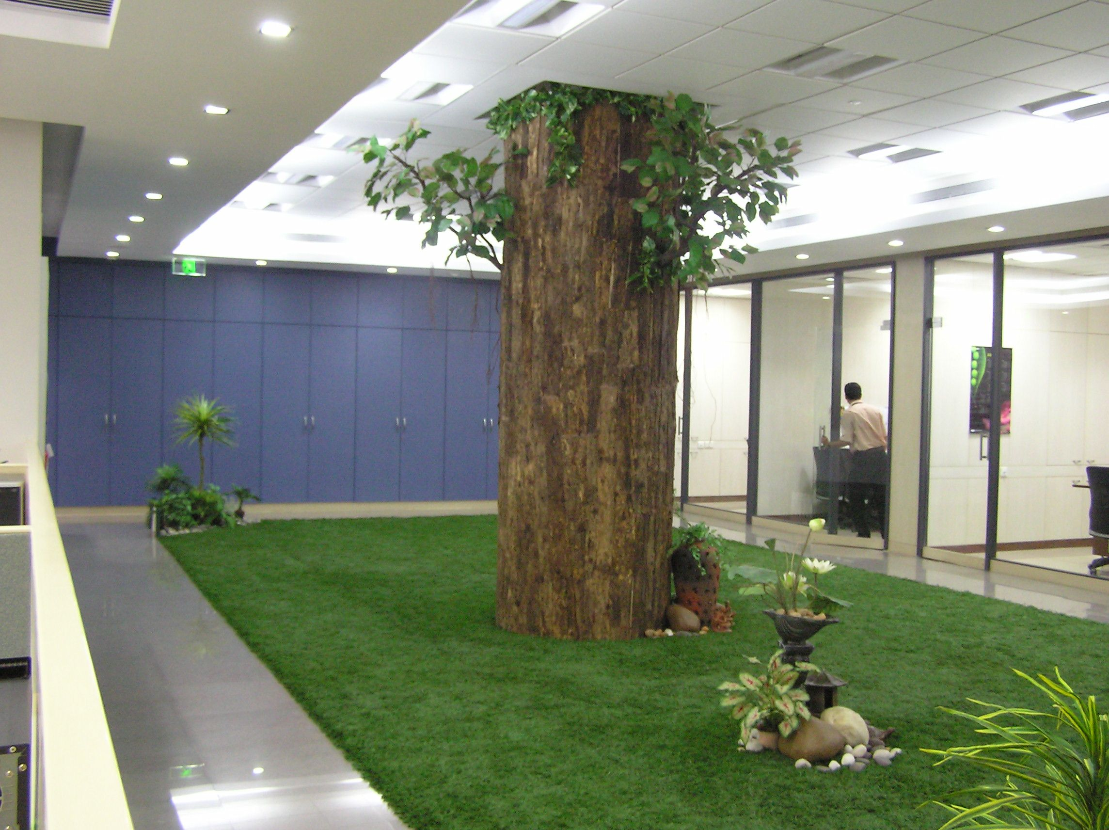 Jardin interior con cesped artificial cesped artificial for Jardin artificial interior