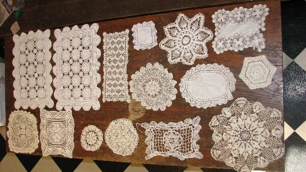 29 vintage lace doillies