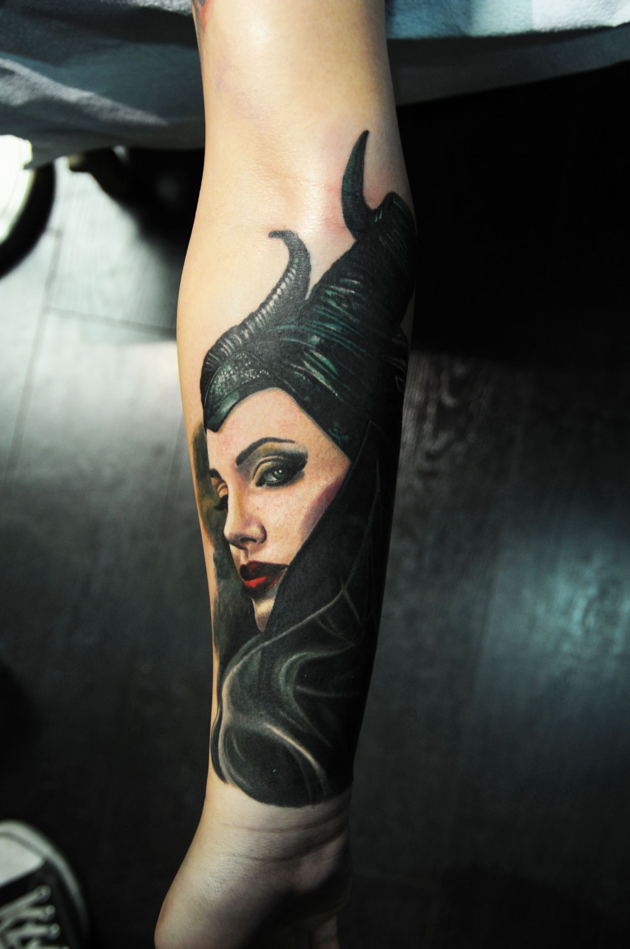 The First Movie Has Become One Of The Greatest Blockbusters Of The 21st Century All Thanks To The Performance Maleficent Tattoo Disney Sleeve Tattoos Tattoos