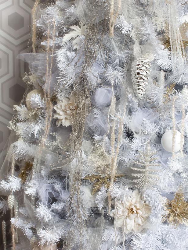 White Christmas Tree Decorating Ideas Christmas tree, Contrast