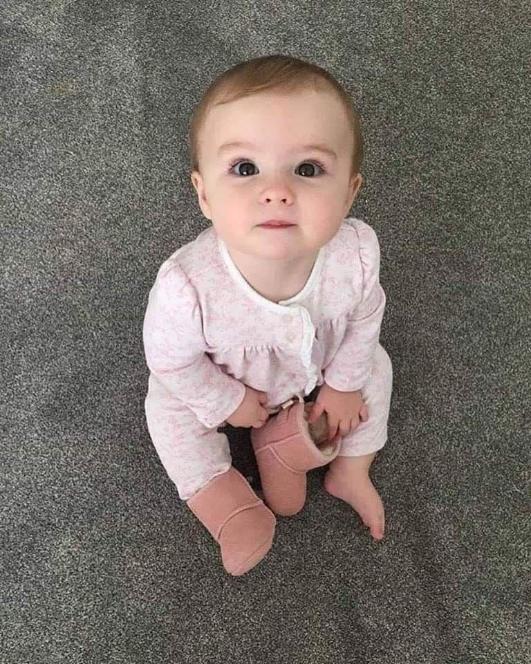 لكل مامي جديدة ابنك الرضيع هيفضل اول 5 شهور بيتمغص و يتحزق و ميكونش منتظم فى الرضاعه ولا الح Cute Baby Girl Pictures Cute Little Baby Baby Girl Pictures