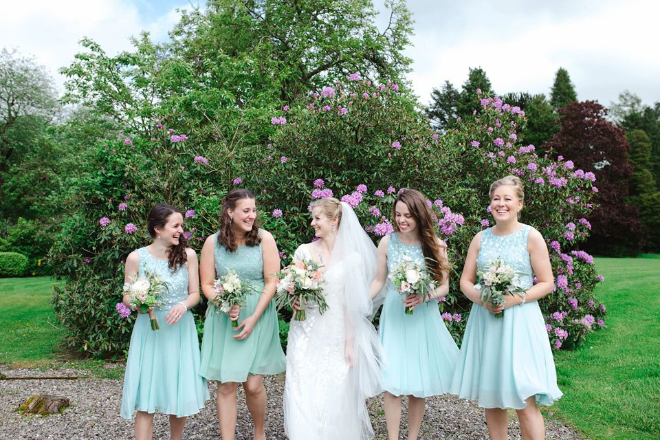 Bridesmaids wear mint dresses | Photography by http://www.photographychantal.co.uk/