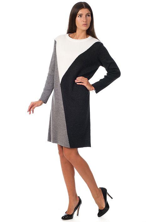7397051462b Комфортное платье из плотного трикотажа порадует любительниц геометрии в  дизайне. Фасон изделия - прямого кроя