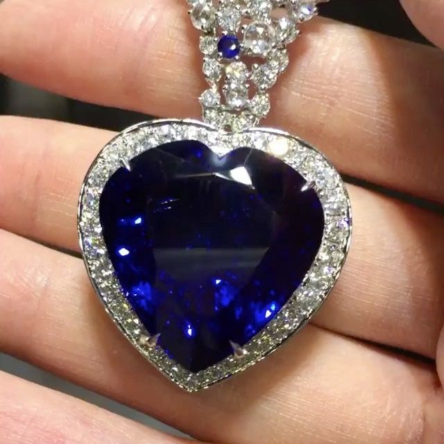 Not your everyday Tanzanite!!! DAZZLING!!@nigaam_jewels #luxury #highjewelry #finejewelry #diamonds #girl #queen #happy #amazing #awesome #hautejoaillerie #luxuryjewelry #jewelry #dream #joaillerie #diamond #luxurylifestyle #luxurydesign #luxurylife #love #fabulous #royal #amazing #bola3jewelry