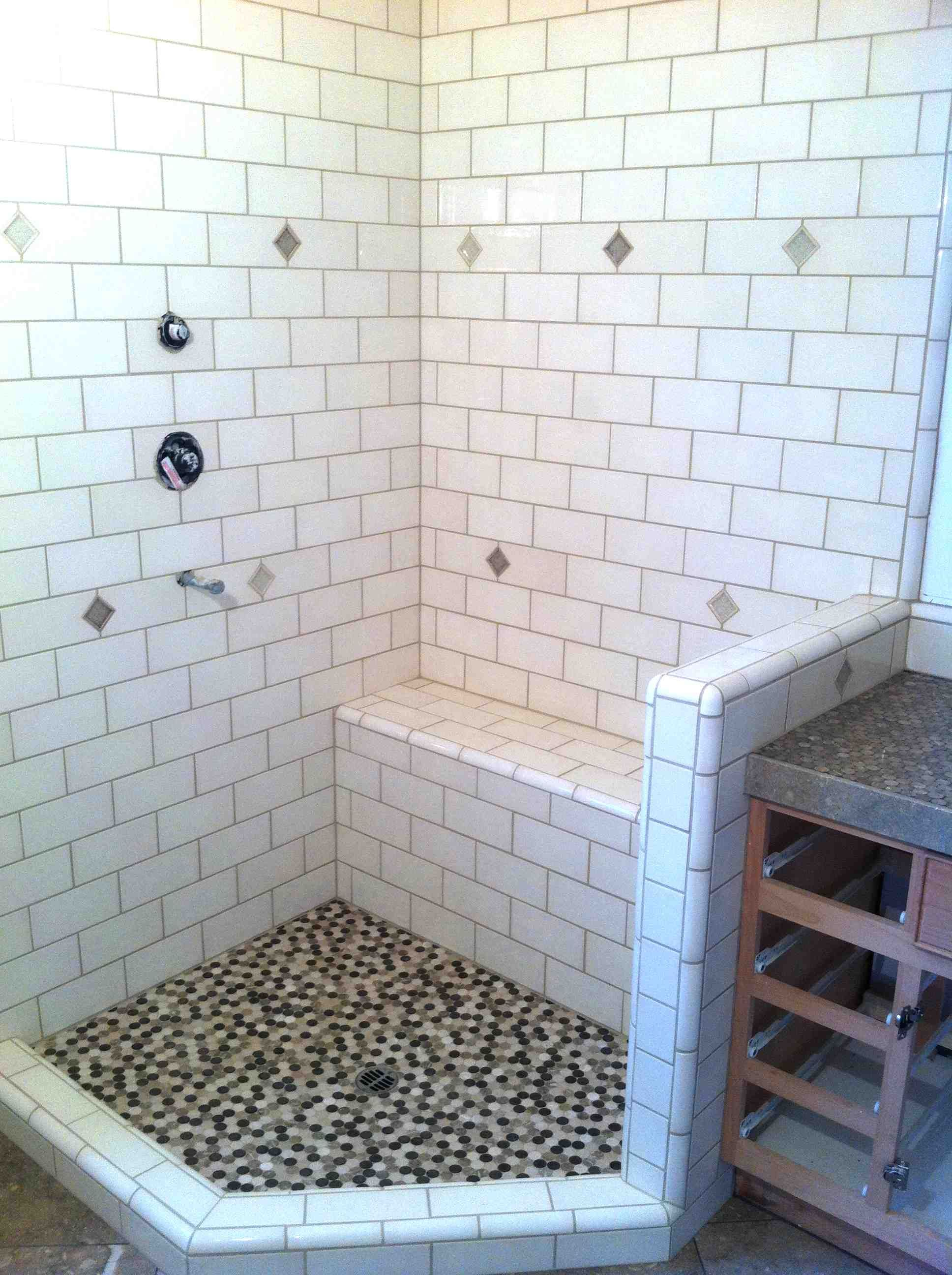 subway tile and shower bench in a Santa Cruz summer home